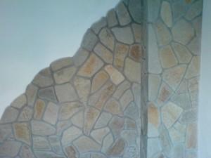 стена с облицовъчни камъни