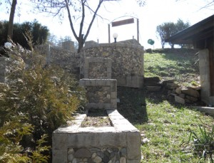 подборна стена с камък от Ивайловград