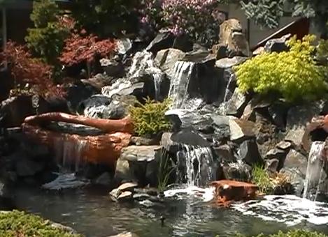 водопад в градината