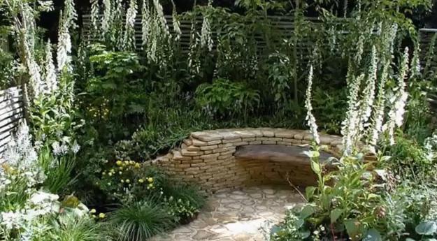 скален кът в градината