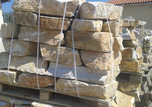 палет с камъни за зидане