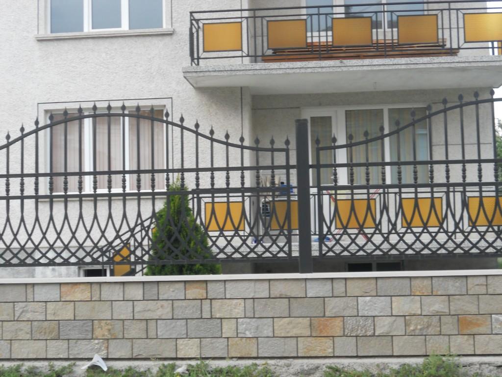 шарен гнайс за ограда