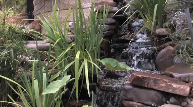 водопад с камъни
