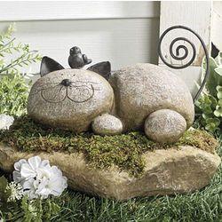 фигури с камъни