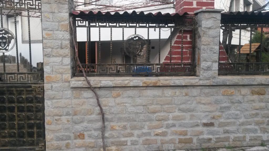 ограда с камък