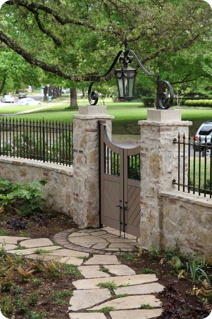Ограда от дялан камък