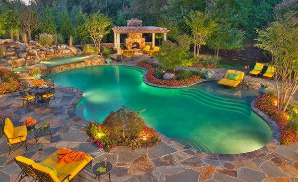 басейн с камъни