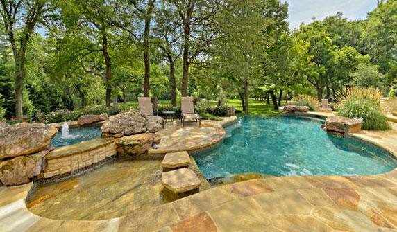 басейн с камък