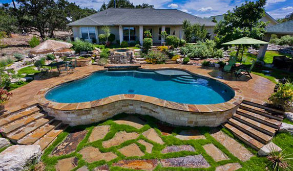 настилки с камък около басейна