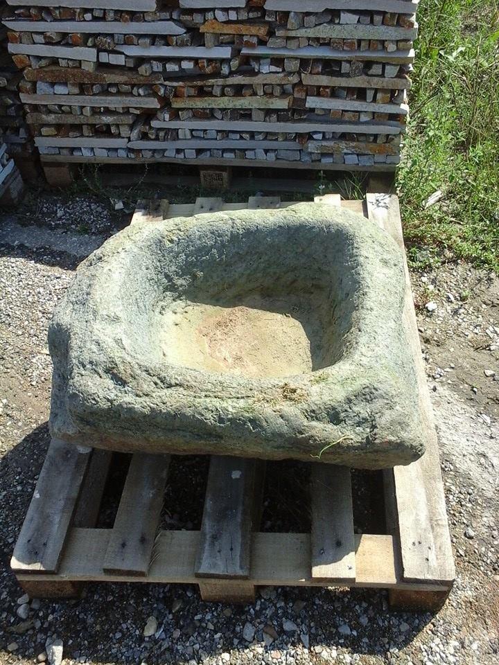 корито от дялан камък