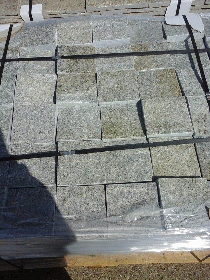 настилка от камък пред гаража