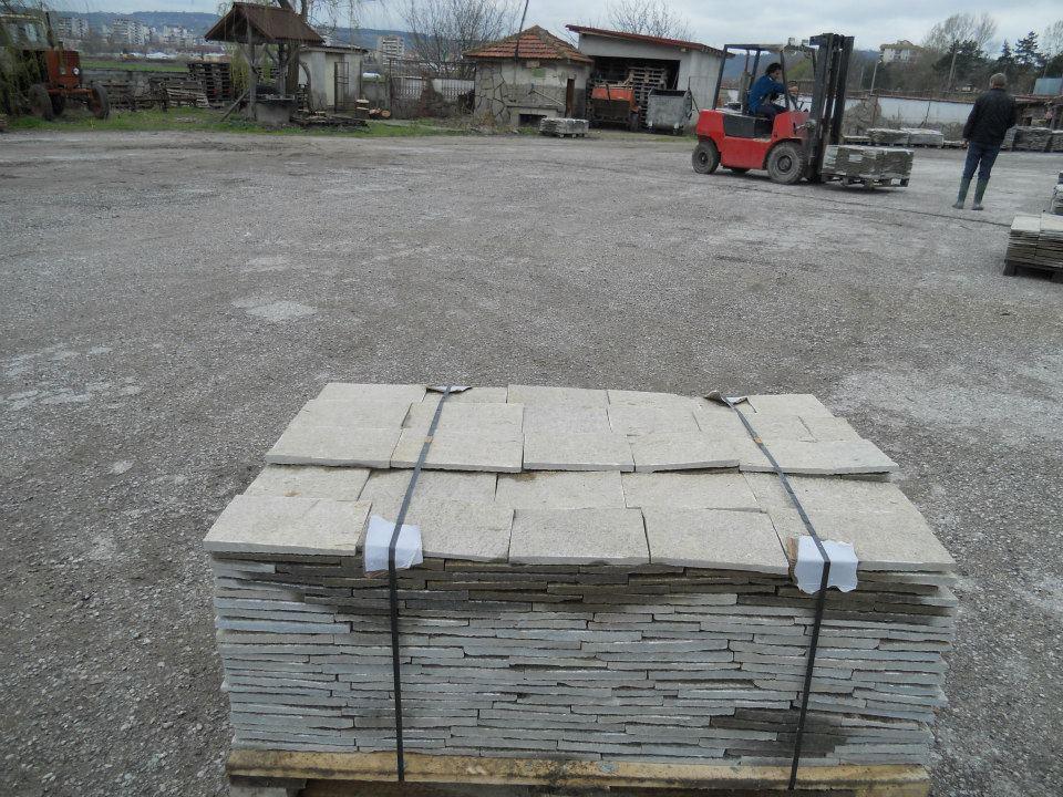 камък Ивайловград