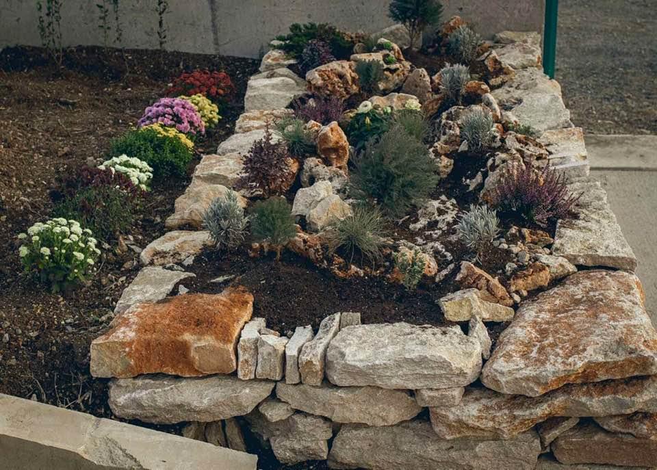 гнайсови камъни за кашпи