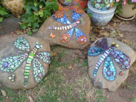 пеперуди изградени с камъчета и стъкло