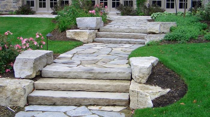 изграждането на стъпала изцяло от камък