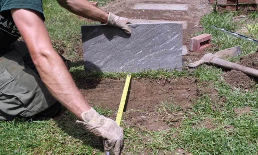 как се полагат камъни за пътека