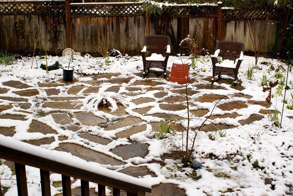 Поддържане на настилка от гнайс през зимата