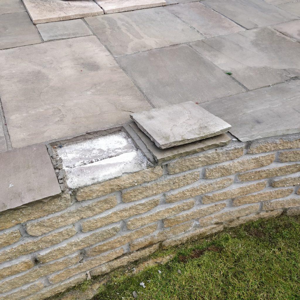 Подмяна на отделни плочи от каменна настилка