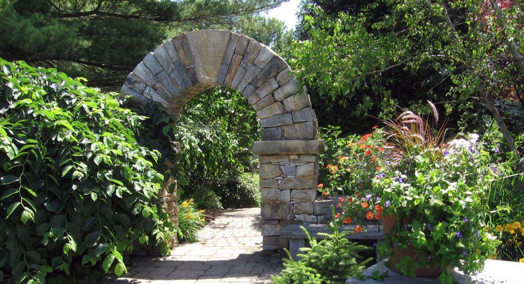 гнайс за каменна арка